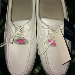 Cobbie Cuddlers 8 wide women's shoes white NWT